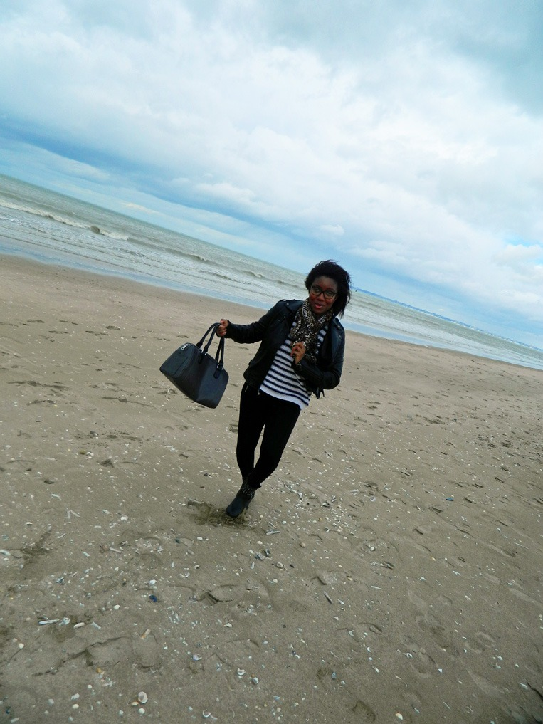 mpb-style-travels-week-end-girls-trip-deauville-plage- portrait-outfit-3