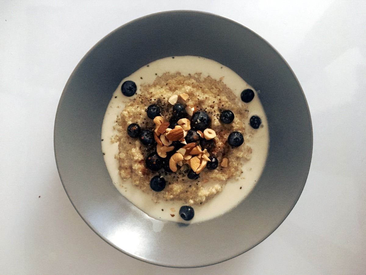 ALMOND & BLUEBERRY QUINOA PORRIDGE
