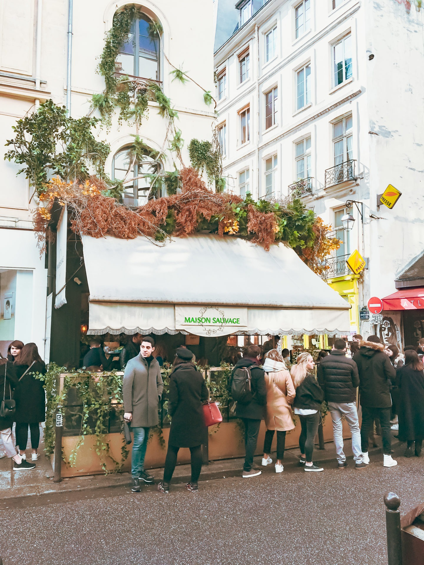 maison-sauvage-brunch-a-paris- file-attente